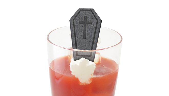 吸血鬼の真っ赤なジュースカクテル